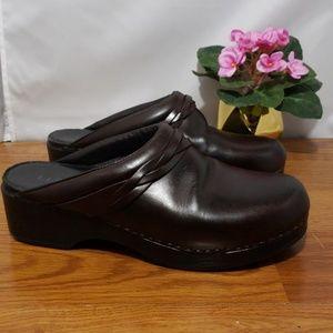 L.L. Bean Leather Slip On Clogs Women's Size 42